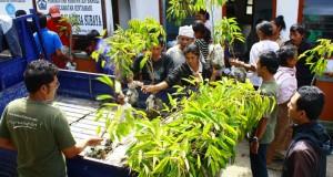 Penghijauan dengan Bibit Durian untuk Masyarakat Desa Subaya